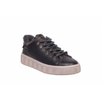 ginger sneaker1